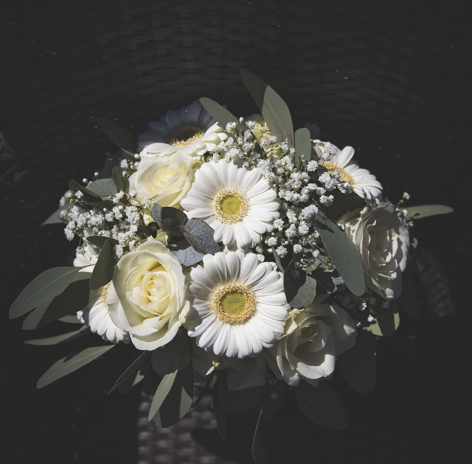 bridal bouquet of roses and daisies