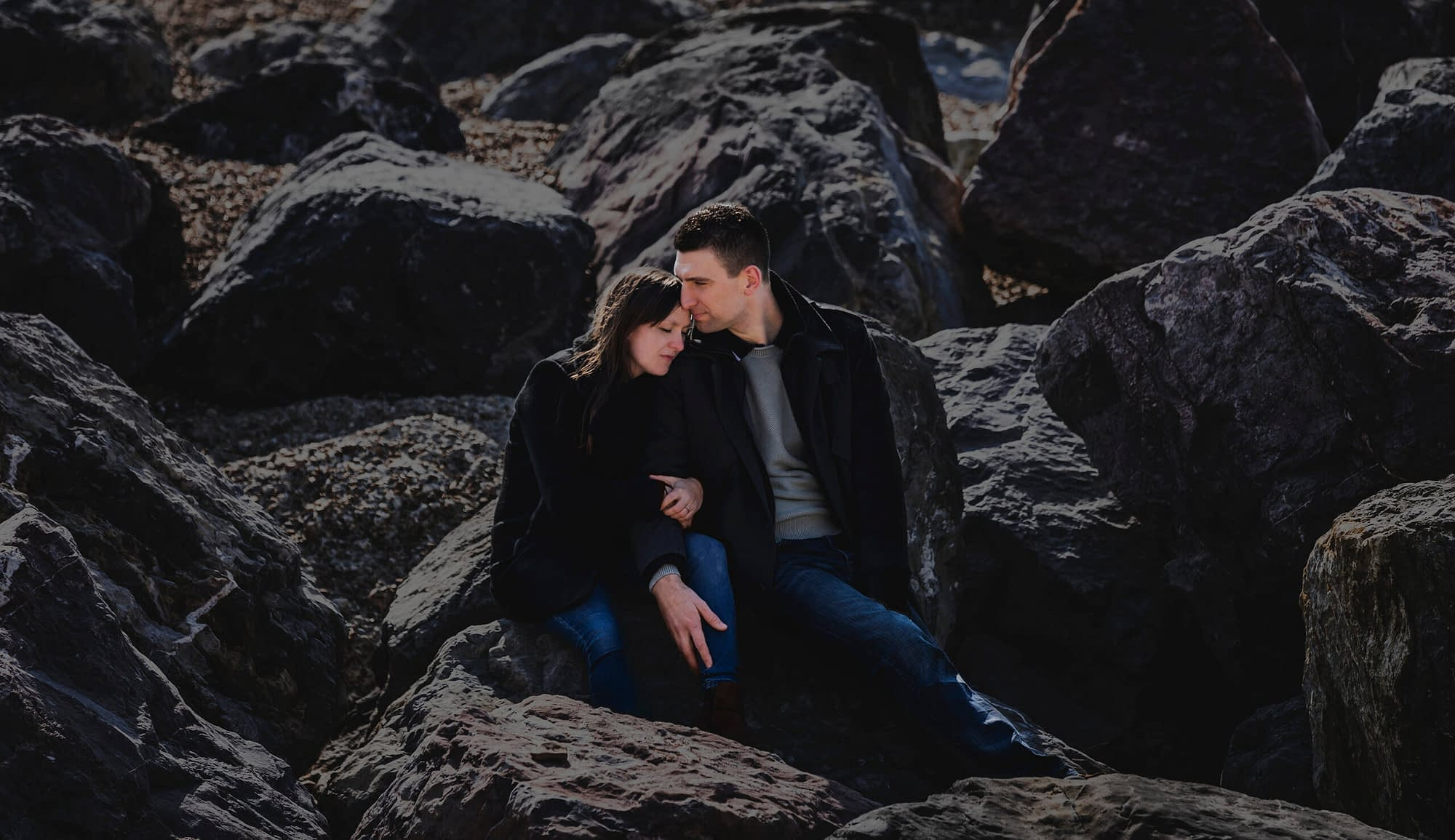 couple kissing on rocks