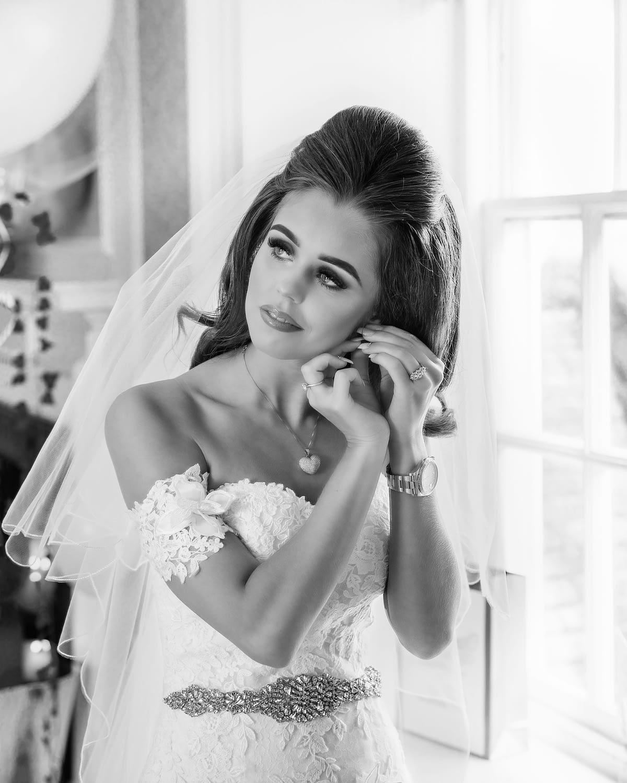 bride putting in her earrings